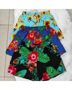 Shorts plus, com bolso e estampa de flores linda